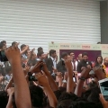 allu-arjun-at-mall-of-joy-kerala-stills-16