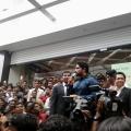 allu-arjun-at-mall-of-joy-kerala-stills-27