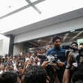 allu-arjun-at-mall-of-joy-kerala-stills-28