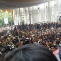 allu-arjun-at-mall-of-joy-kerala-stills-6
