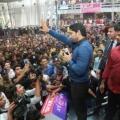 allu-arjun-at-mall-of-joy-kerala-stills-8