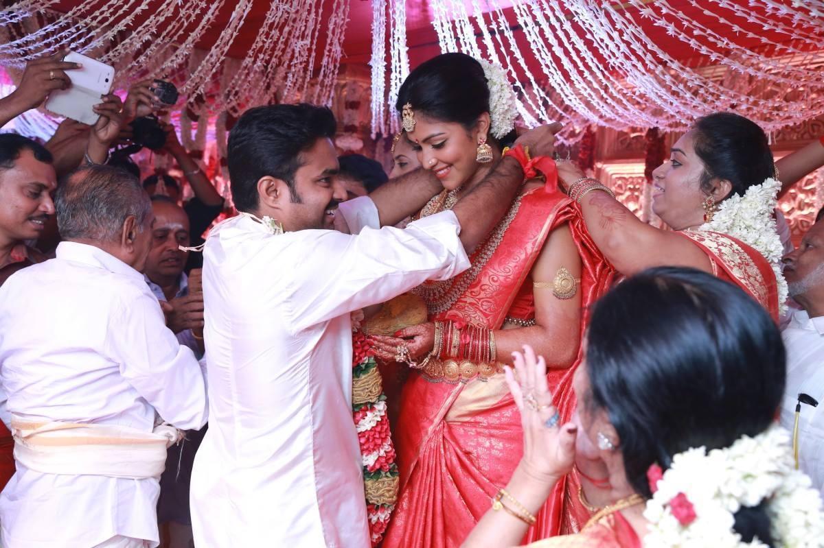 amala-paul-a-l-vijay-wedding-stills3