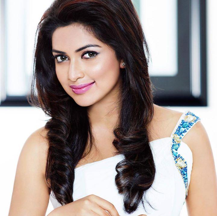 amala-paul-malayalam-actress-stills-10