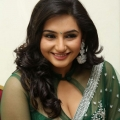 ragini-dwivedi-hot-cleavage-stills-2