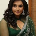 ragini-dwivedi-hot-cleavage-stills-9